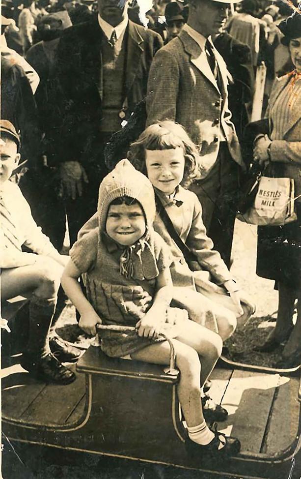 19391940-mum-with-aunty-nola.jpg