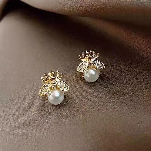 Bumble Pearl Stud Earring