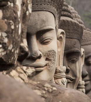 103. Монах в каменном одеянии