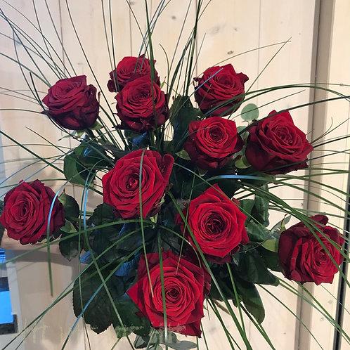 Strauß mit  langen roten Rosen
