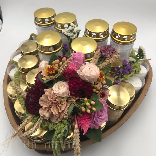 Kerzenherz mit Frischblumen