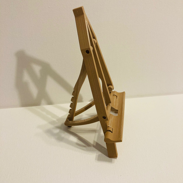 Easel at most-vertical angle