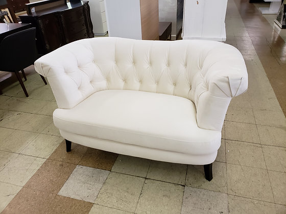 Juno Tufted Loveseat