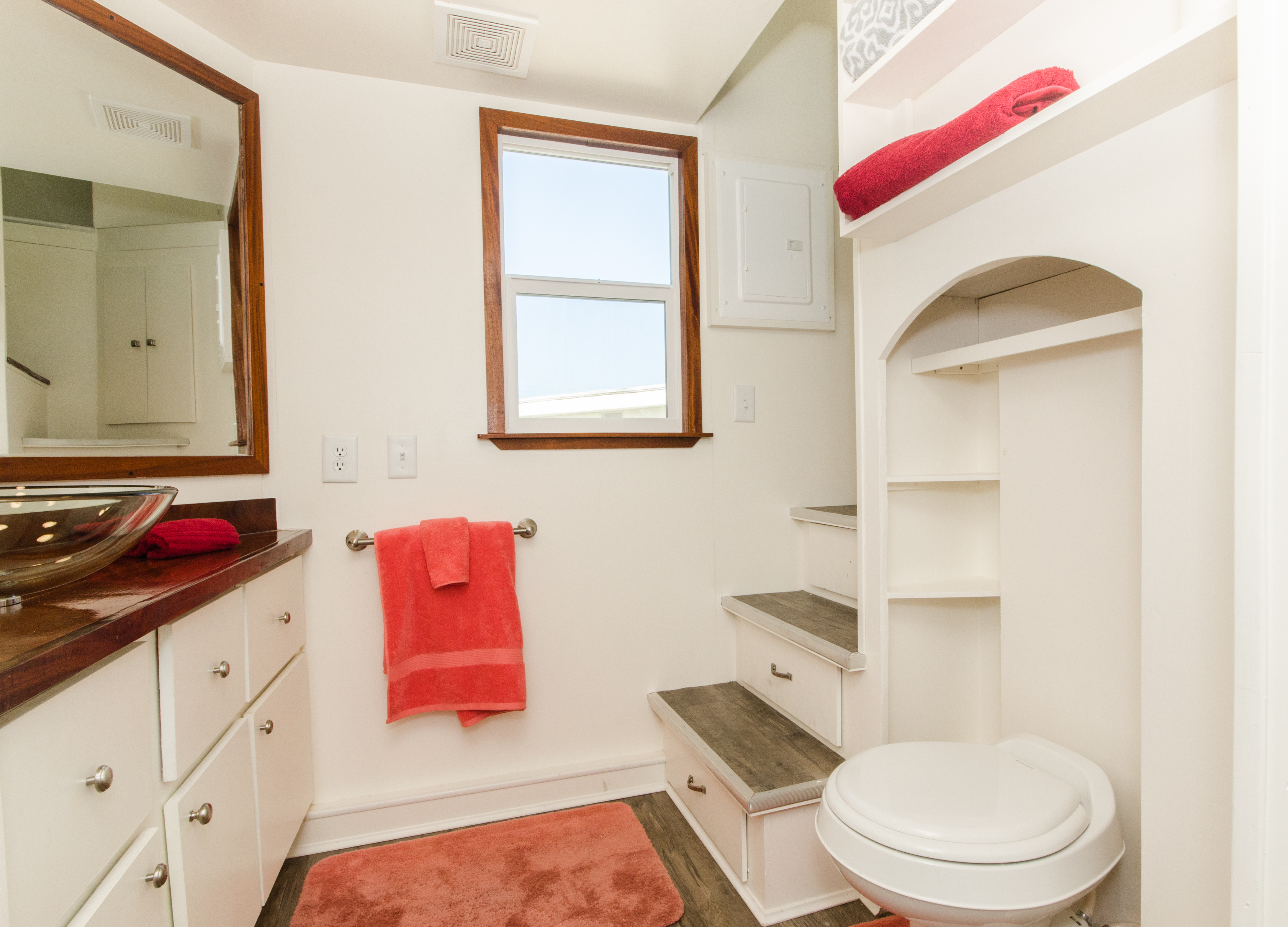 TinyHomes-interior1-bathroom2-1557