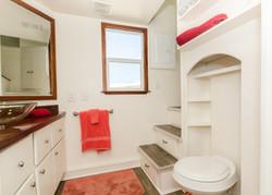 TinyHomes-interior1-bathroom2-1557