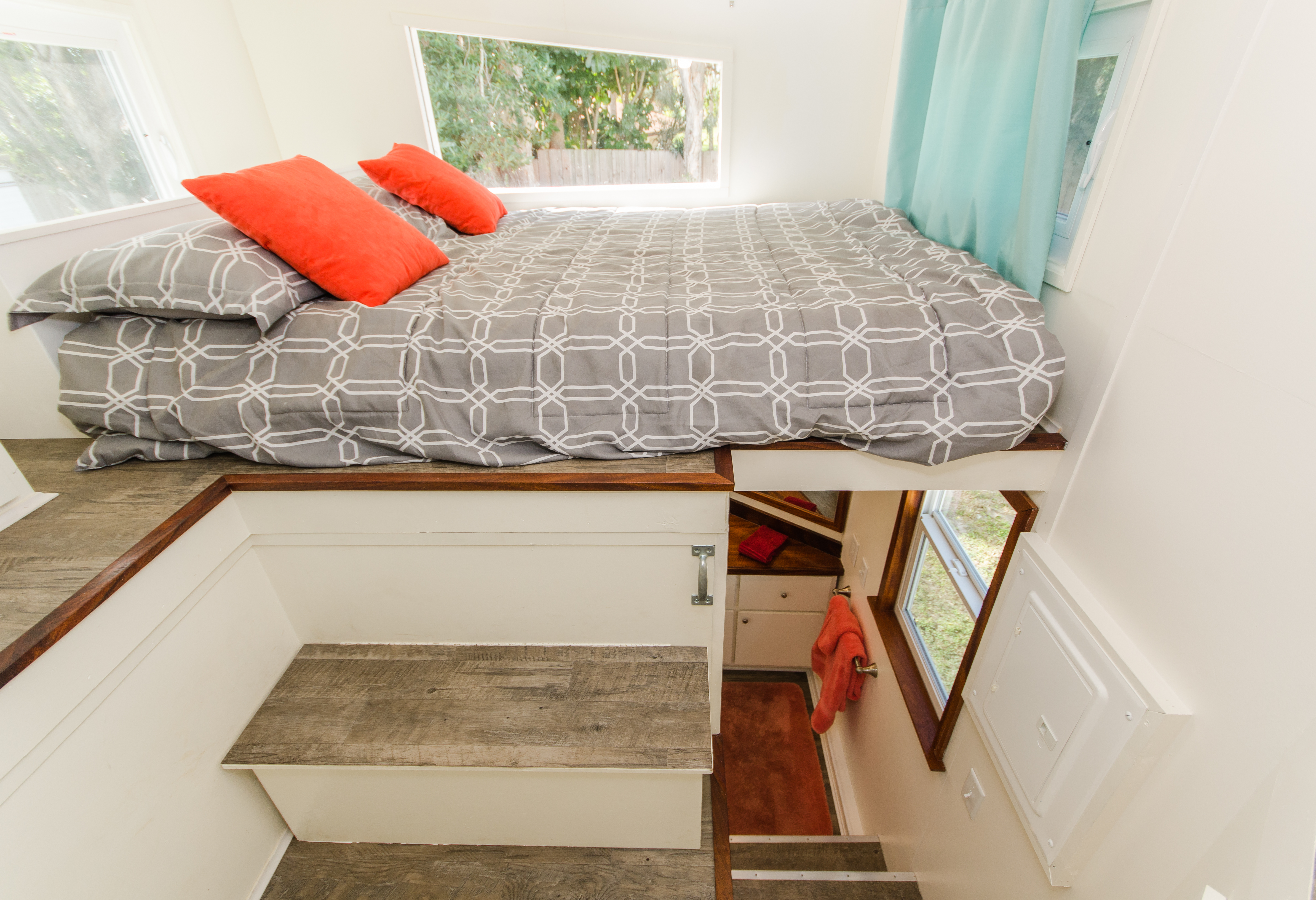TinyHomes-interior1-bedroom-1535