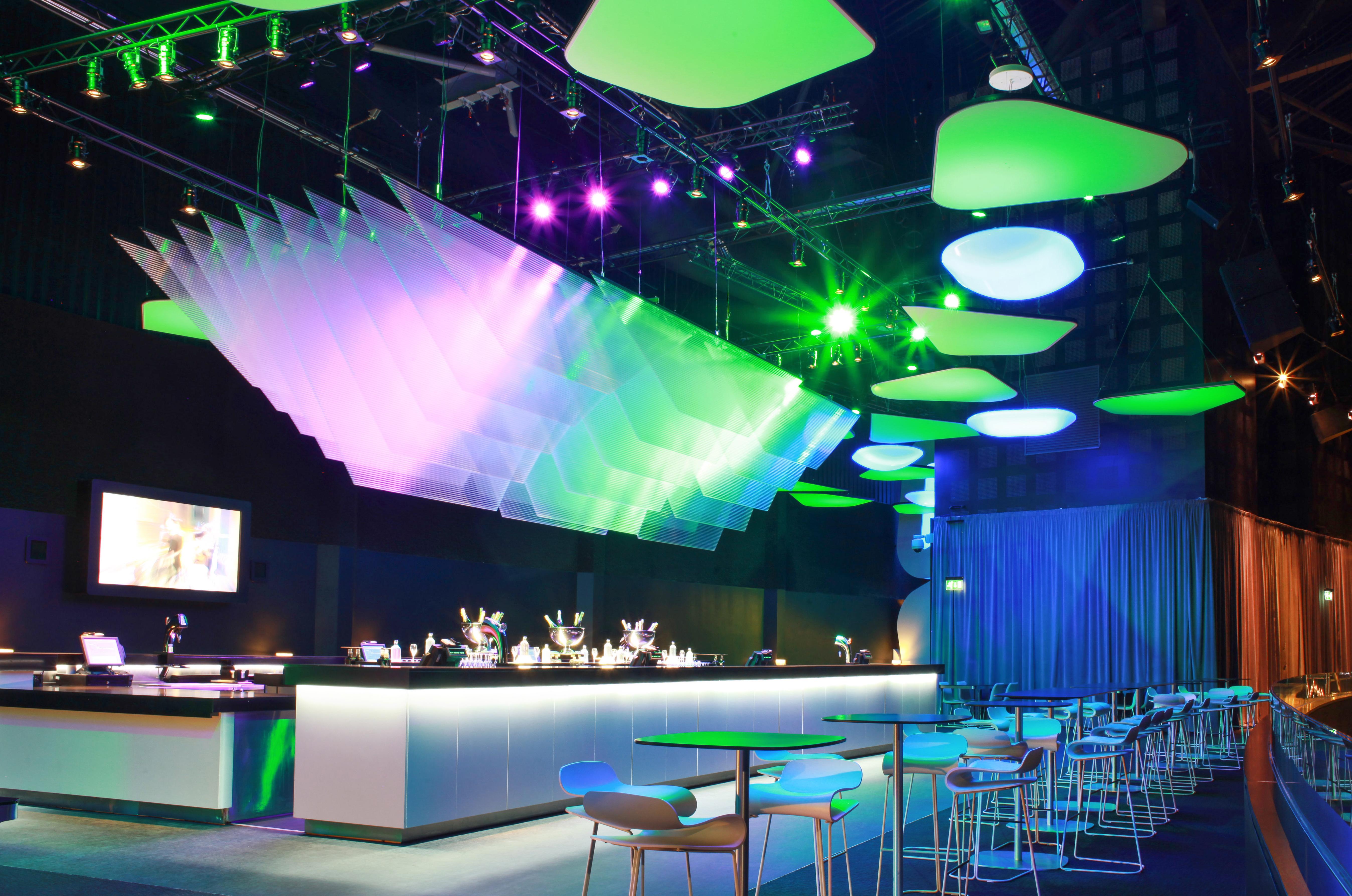 Sky_BackStage_0Sky bar, backstag04-2