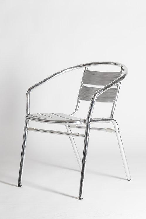 Kovinski stol v srebrni barvi