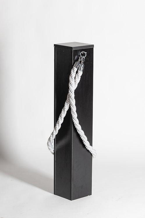 Črn usmerjevalni stebriček