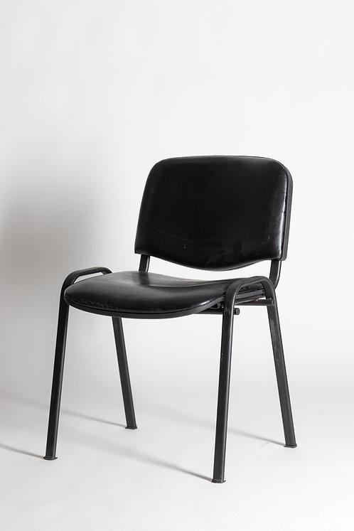 Konferenčni črn stol, oblazinjen z usnjem