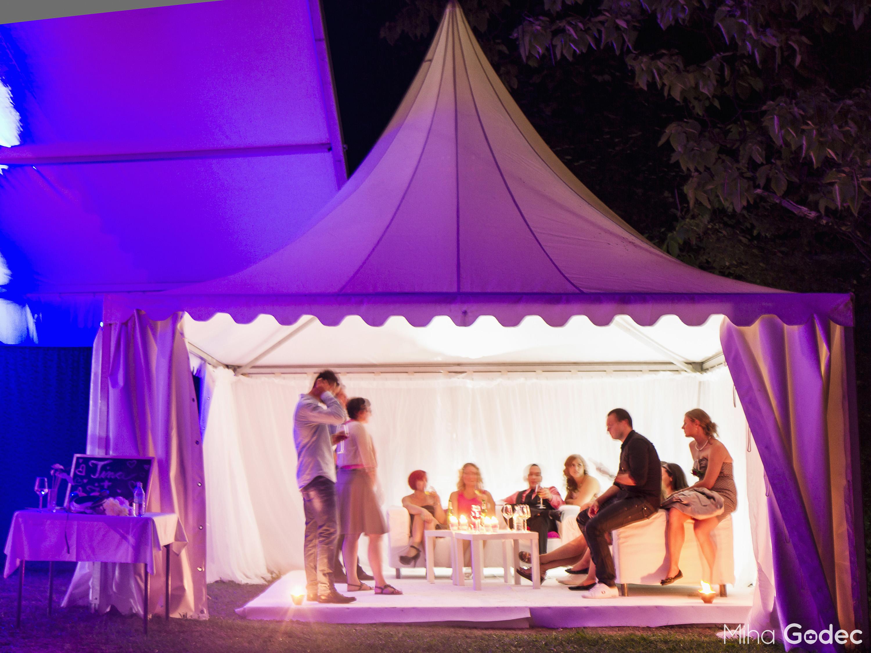 Poročni šotor-sprostitveni kotiček