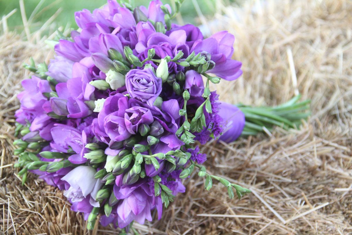 Poročni šopek v vijolični