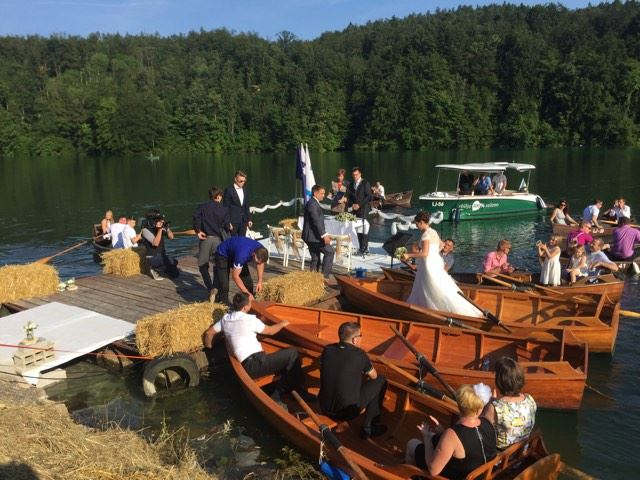 civilni obred na jezeru