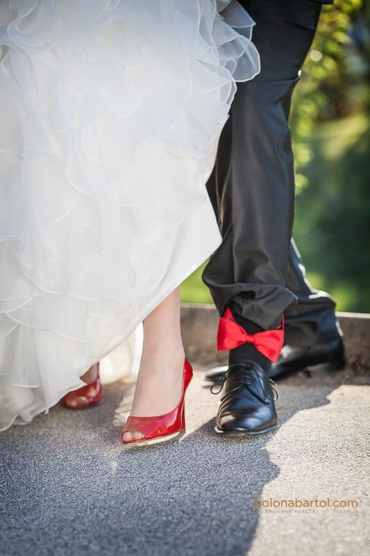 Poroka v rdeči