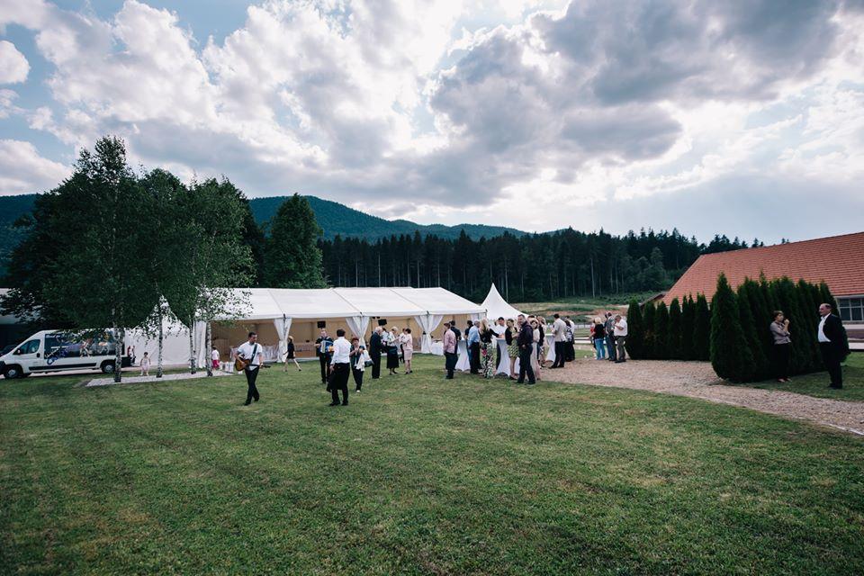 Poroka v šotoru