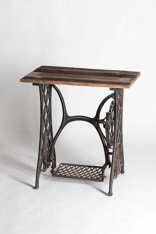 Vintage šivalna miza