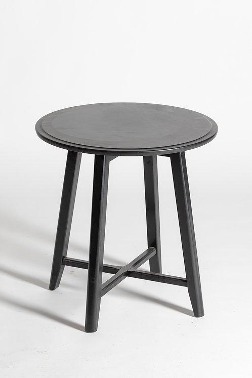 Okrogla lesena miza v črni barvi