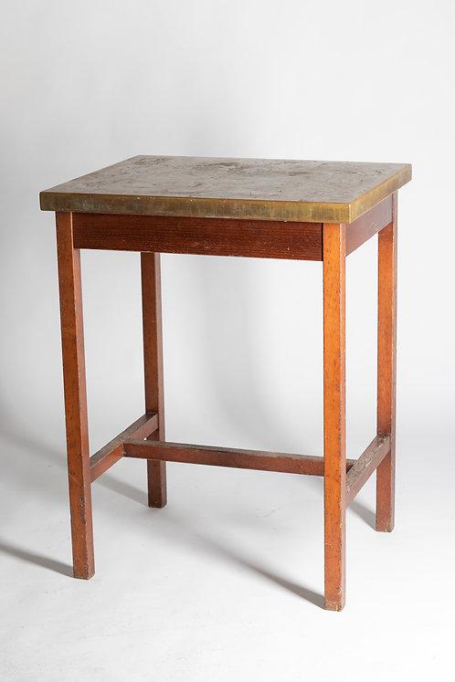 Visoka kvadratna lesena miza