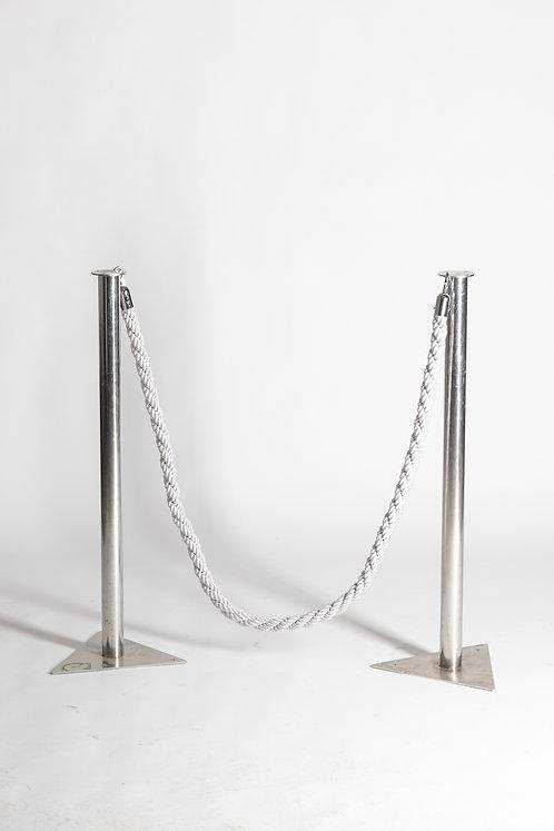 Usmerjevalni stebriček z vrvjo