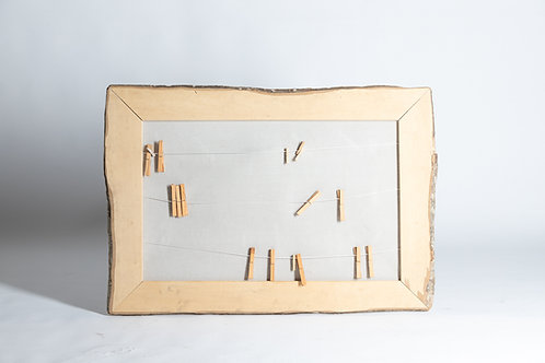 Leseni okvir z napeljanimi vrvicami
