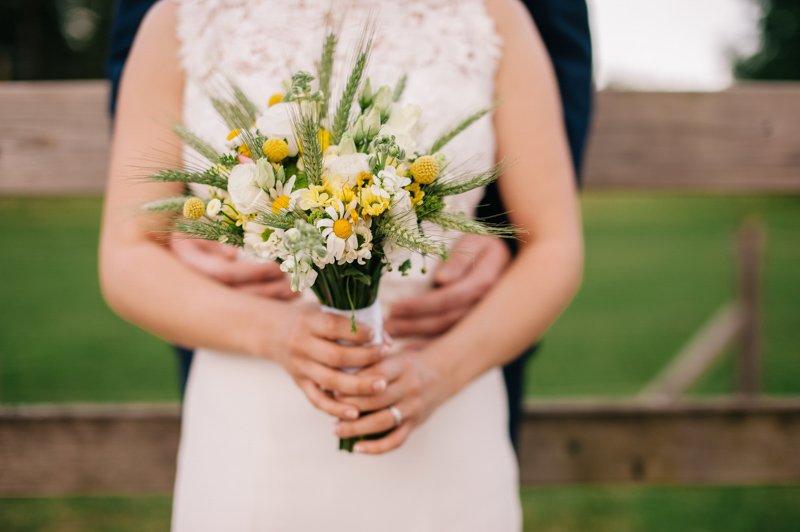 Travniški poročni šopek