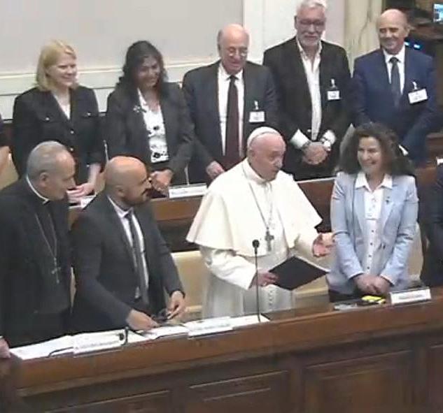 Papa Francisco con juezas y jueces