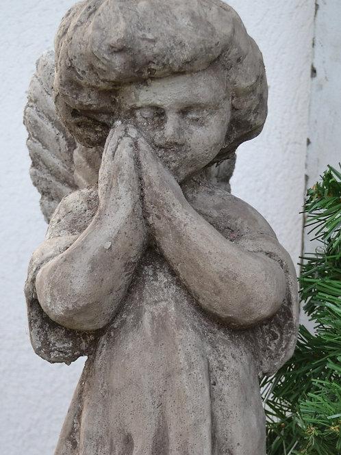 Beeld engel, materiaal is van beton