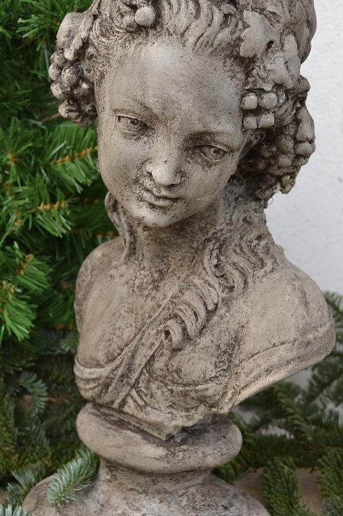 Beeld dame met krul, materiaal is van beton