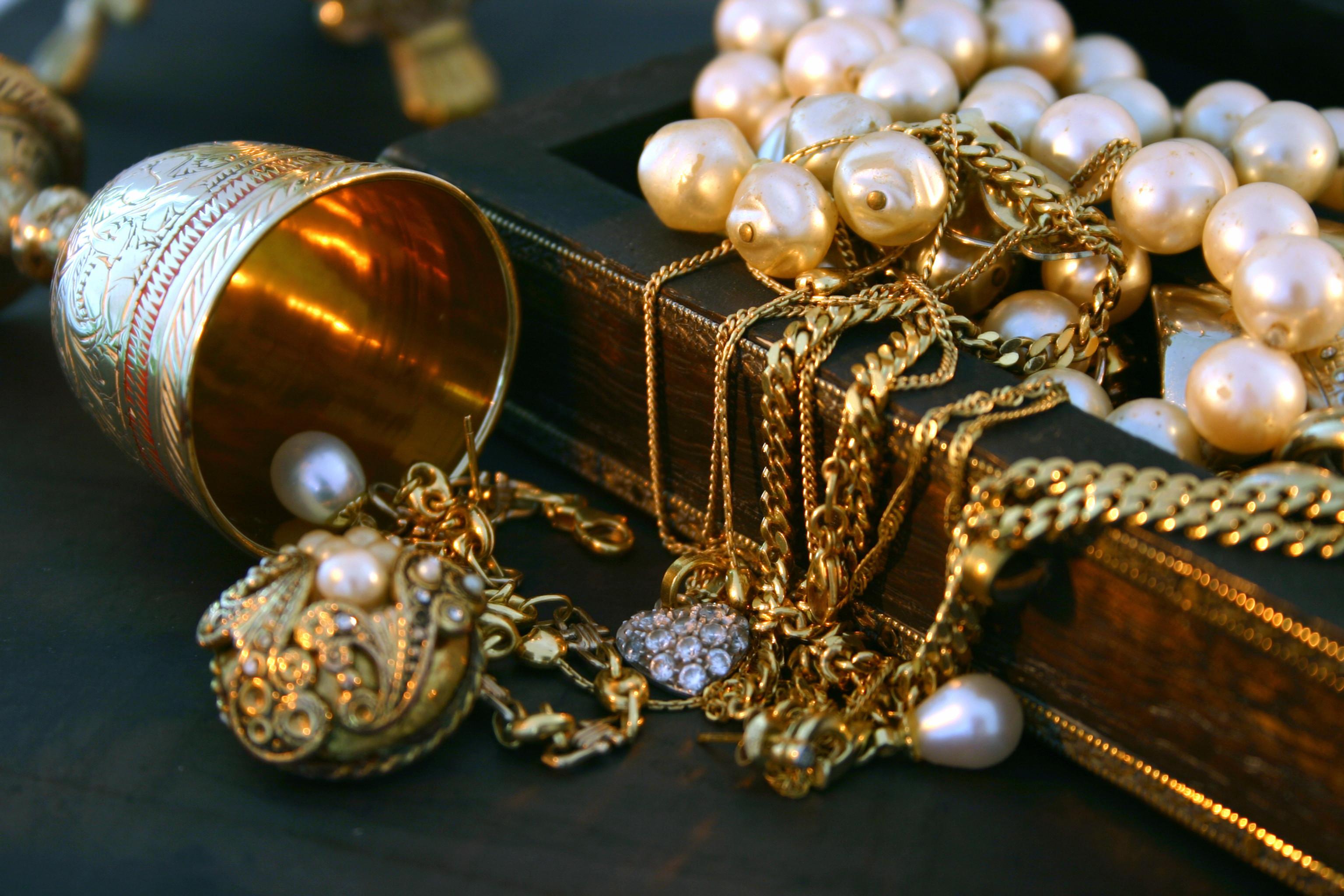 Perth Estate Jewellery Sorting