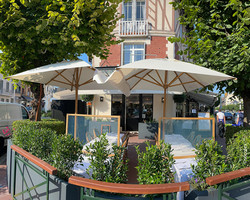 Bistro bambou_Parasol pour terrasse de restaurant