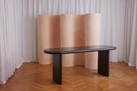 Curvy Room Divider Wood & Chunky Desk Black