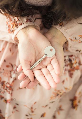 Trouvez la clef du changement qui est en vous avec l'hypnose et avec Marion Lyon Sophrologue Lyon 7 et Lyon 3