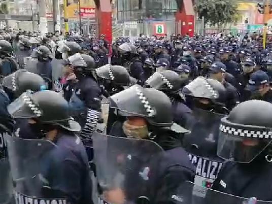 FISCALIZADORES DE LA MUNICIPALIDAD DE LA VICTORIA NO CUMPLE CON DISTANCIAMIENTO SOCIAL.