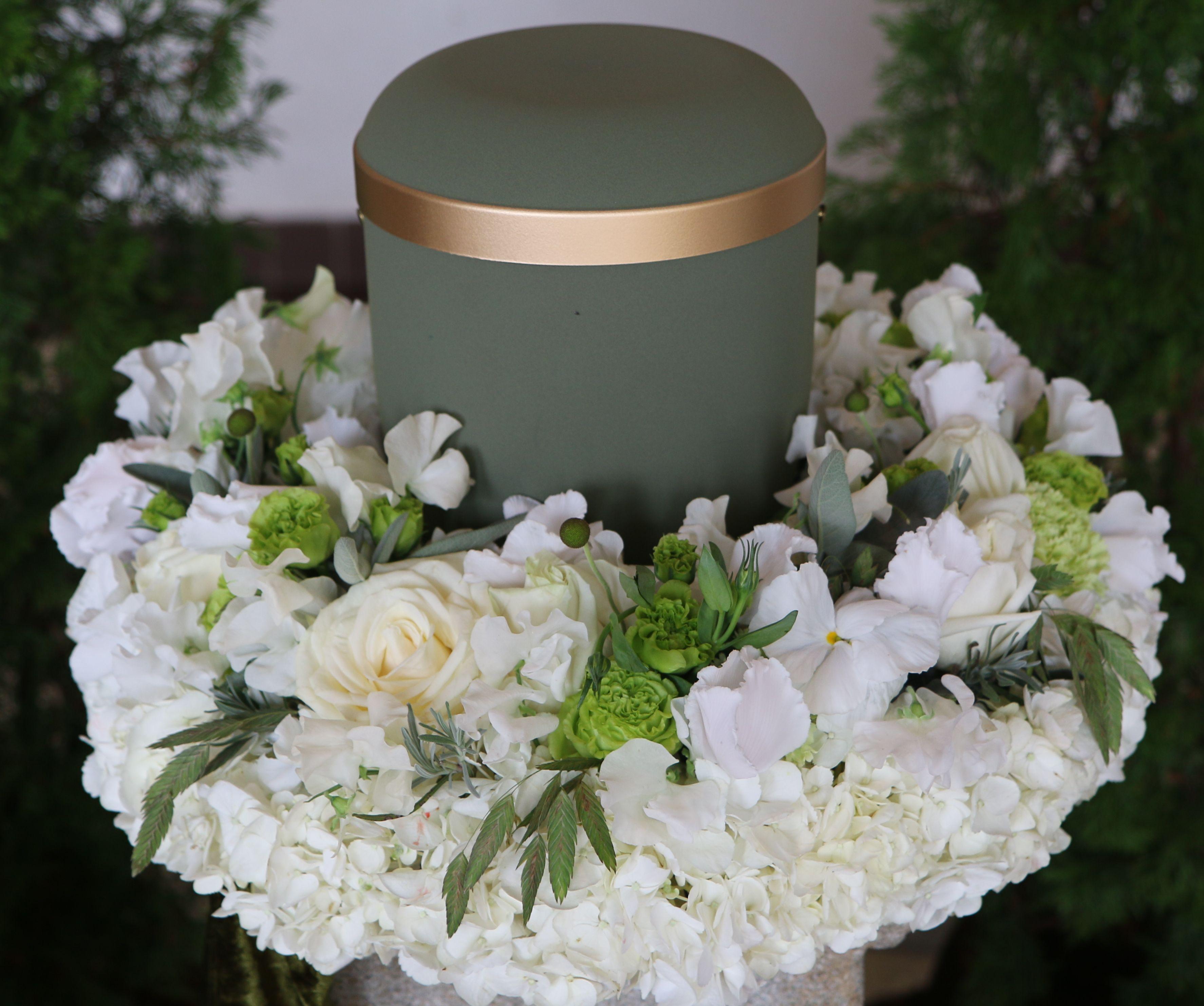 Blumen Bahlmann Urnenkranz_weiß