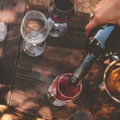 Saiba Combinar Pratos e Vinhos em sua Festa.