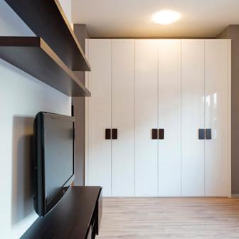 Glossy White Bi-fold Doors