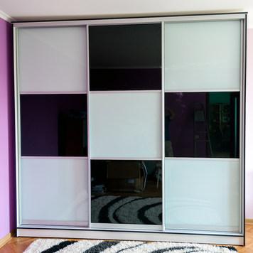Glossy Checkered Slidding Doors