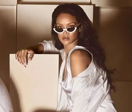 Pawaka sunglasses worn by Rhianna