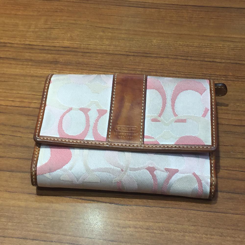 ブランドスターズサンシティ池田店で買取したコーチの折財布の写真