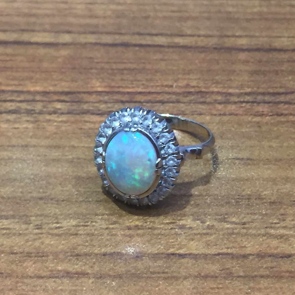 ブランドスターズ池田店で買取したオパールのリングの写真