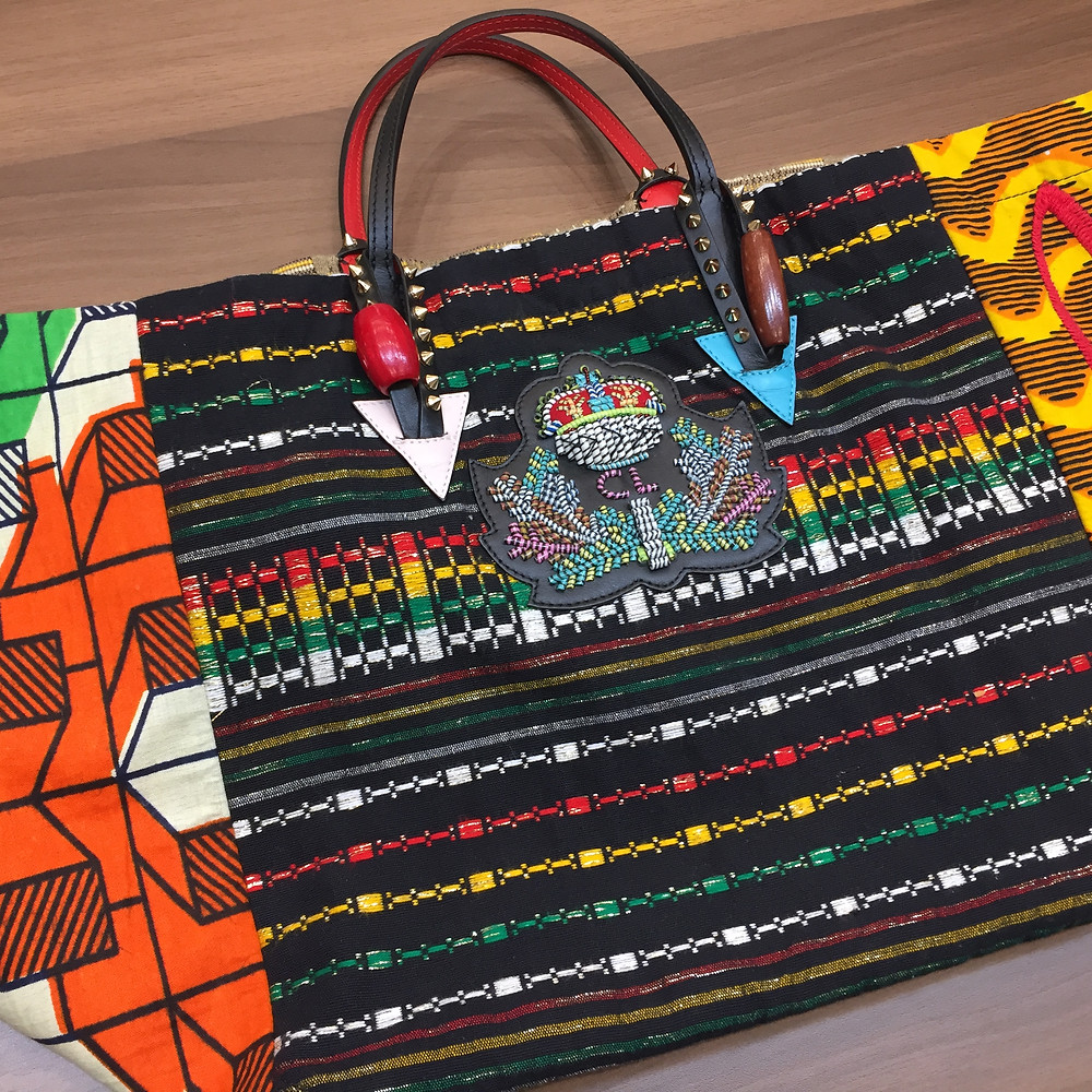 ブランドスターズインモール伊丹昆陽店で買取したクリスチャンルブタンのバッグの写真