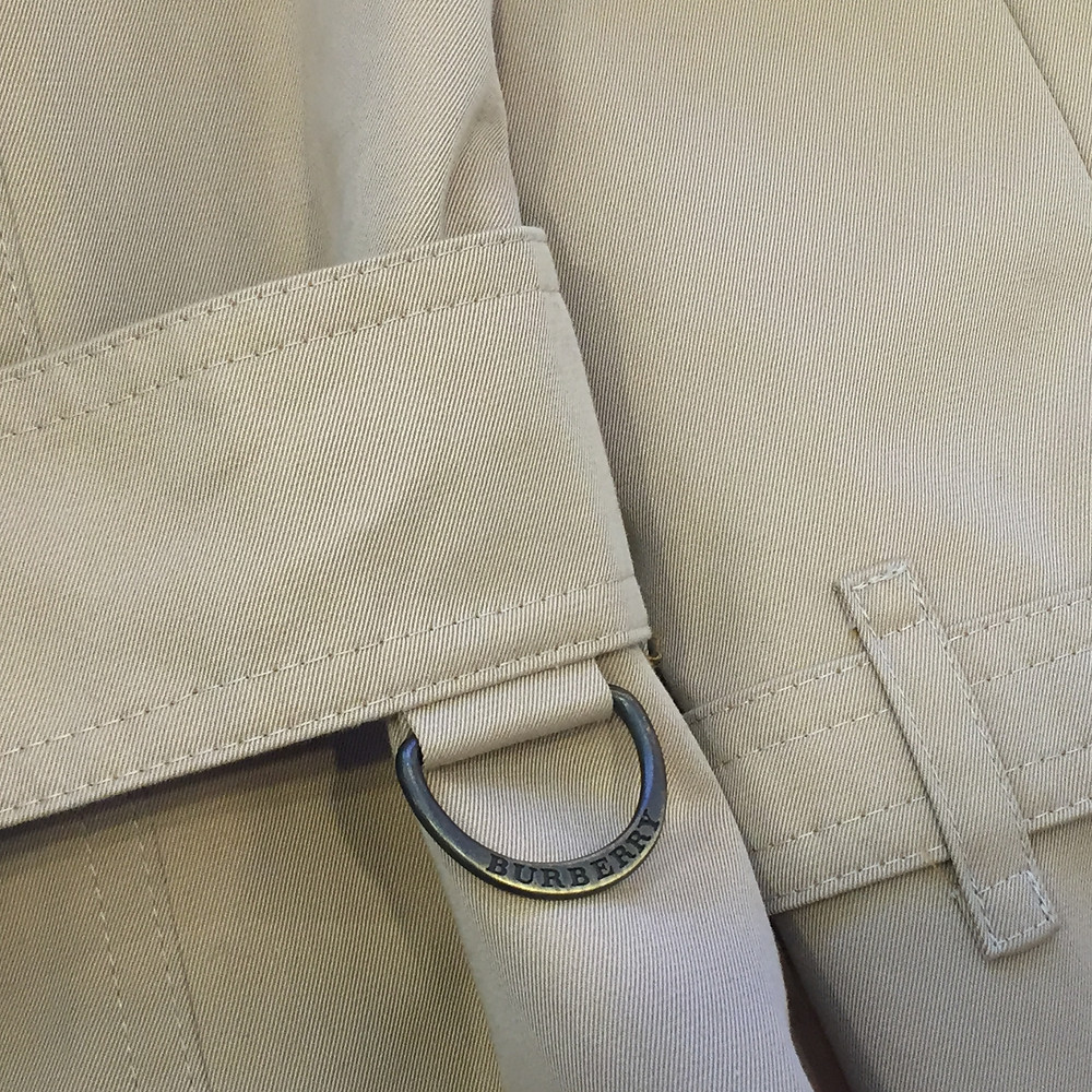 ブランドスターズ豊中東泉丘店で買取したバーバリーのコートのD字型リングの写真