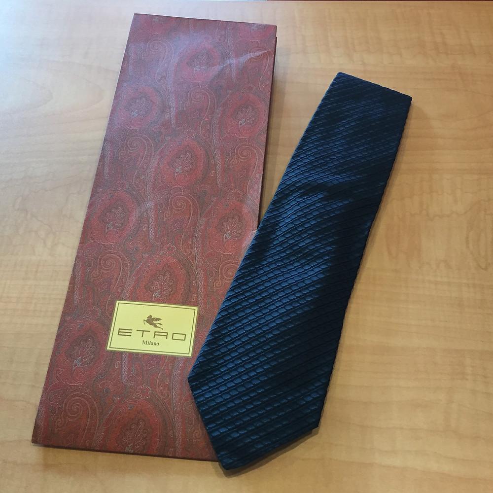 ブランドスターズ豊中東泉丘店で買取したエトロのネクタイの写真