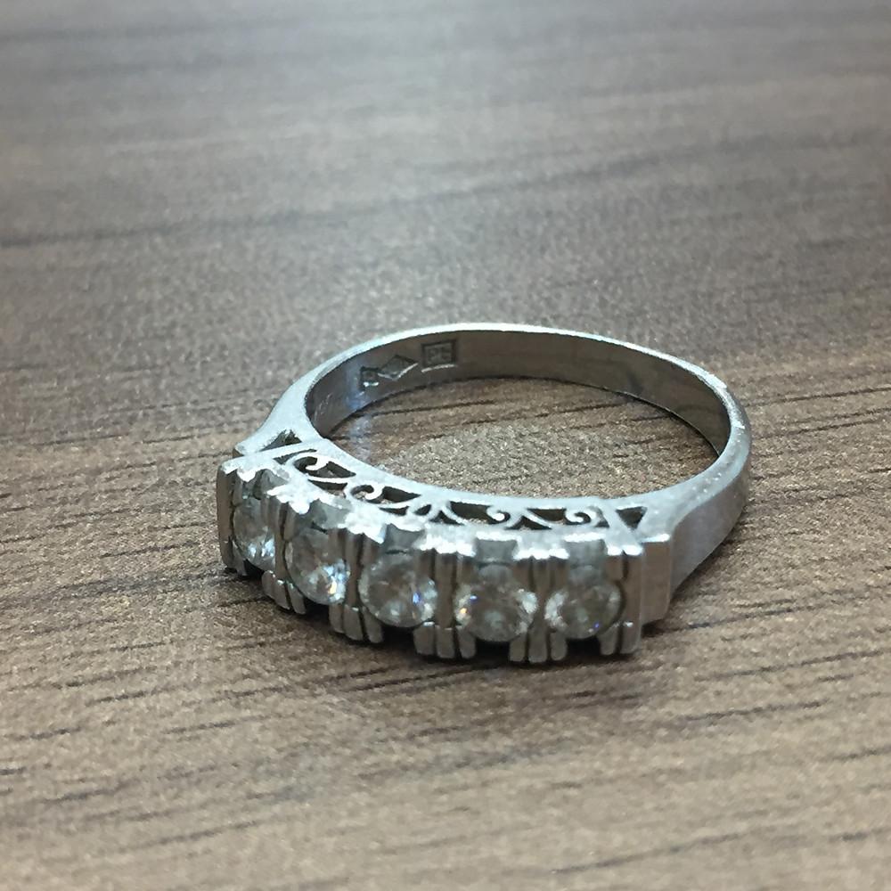 ブランドスターズで買取したダイヤモンドのリングの写真