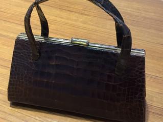 アリゲーターのバッグを買取させて頂きました。