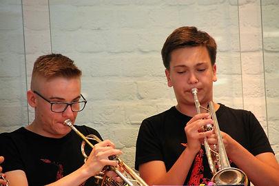 Zwei Trompeten.jpg