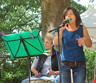 Gabi singt und Martina.jpg