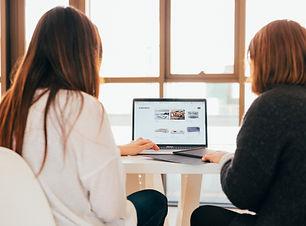 women at work on computer_kobu-agency-7o