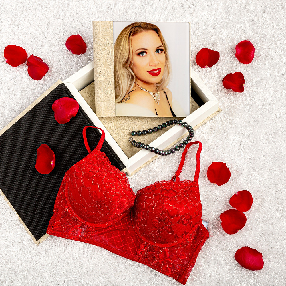 Valentine's Day idea for gifts in Medford, Oregon - Boudoir photography album