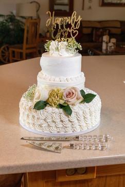 Wedding cake photo from Central Point, Oregon backyard wedding - by Southern Oregon Photographer, John Neilson of Oregon Studio Group
